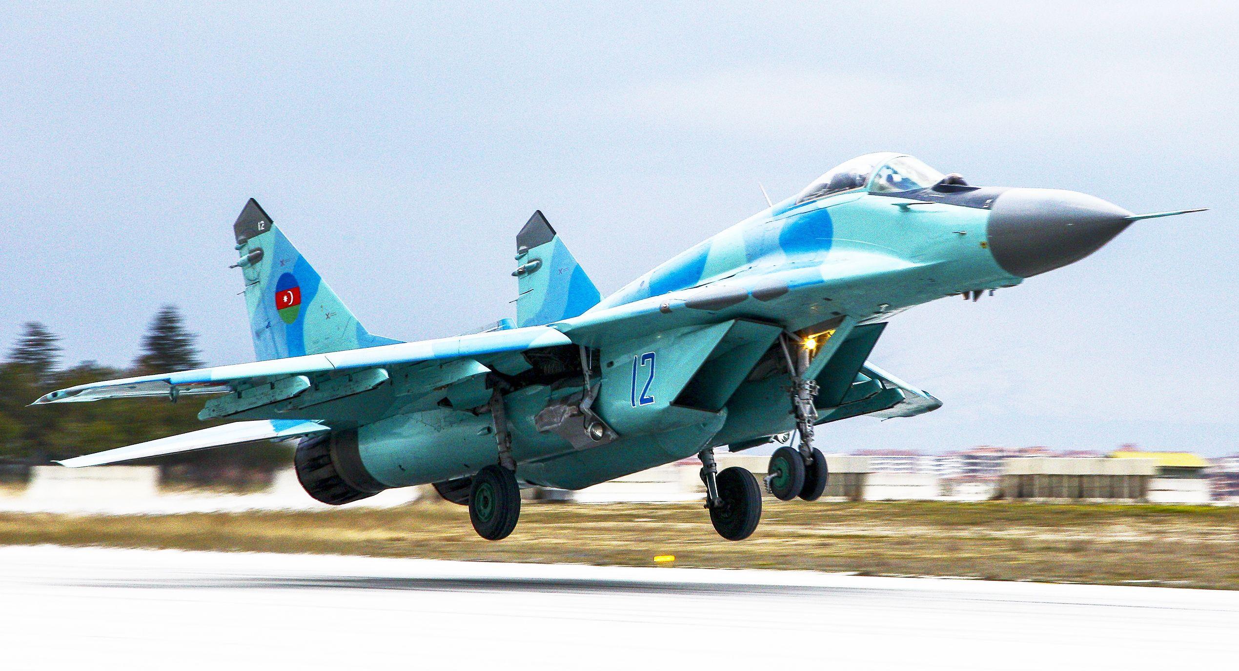 Caça bimotor MiG-29 da Força Aérea Azeri