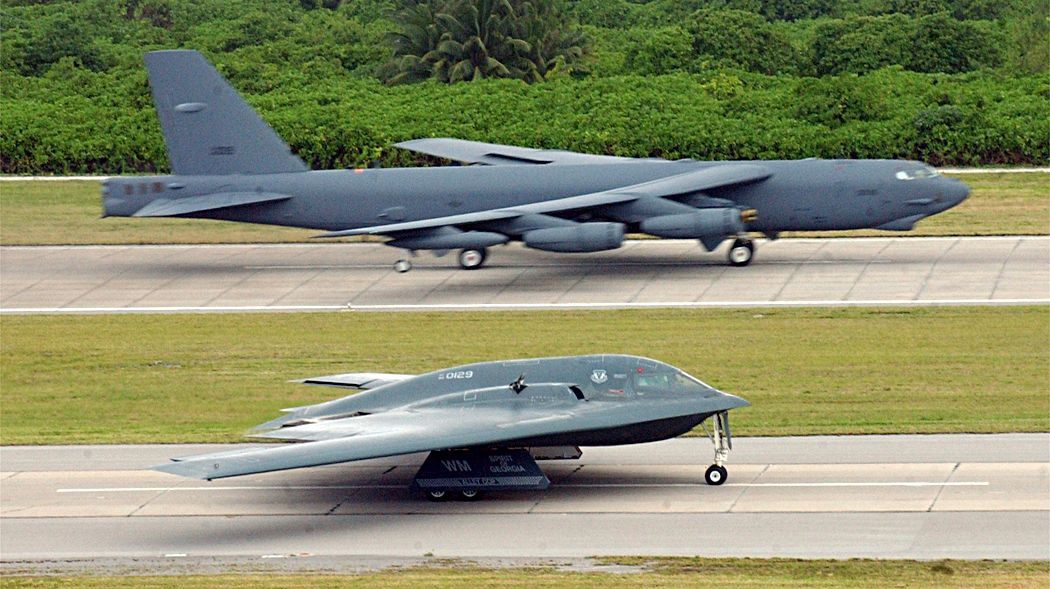 B-52 Stratofortress e B-2 Spirit