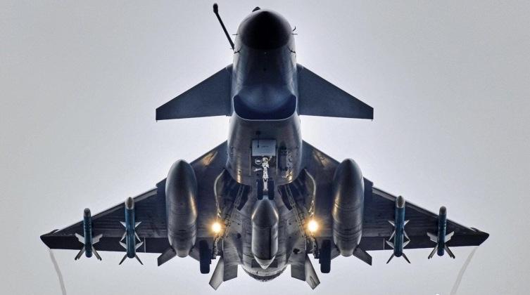 Buscando Armas Por Petróleo: El acuerdo de $ 400 mil millones entre China e Irán podría allanar el camino para las ventas de aviones de combate J-10C: por qué los aviones Firebird son la mejor opción para Irán Article_606dd9c26c8815_81020305